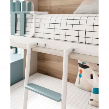 Detalle del enganche de la escalera de la cama abatible superior