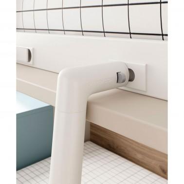 Detalle del cierre de seguridad de la escalera de la cama abatible superior
